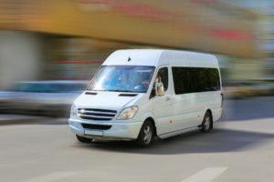 Аренда микроавтобуса: преимущества услуги