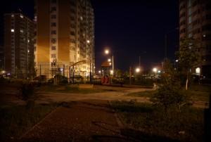 Детская площадка ночью в Граде Московском