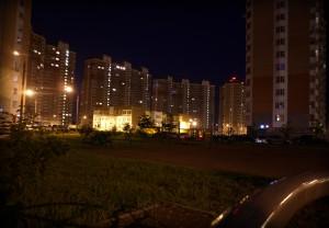 Детский садик с детской площадки ночью в Граде Московском