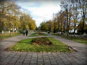 Благоустроенный осенний бульвар города Московский