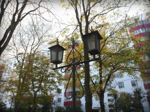 Фонарь на бульваре города Московский
