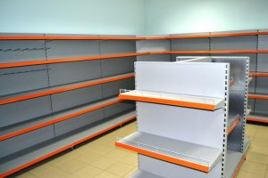 Выбираем торговые стеллажи: материал, форма, назначение