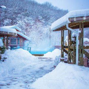 В Краснодарском крае есть уникальное место для семейного отдыха с купанием в открытых горячих бассейнах даже зимой